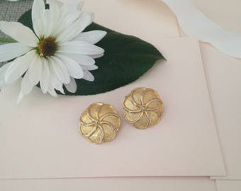 1980s Clip on Earrings - Gold Tone Earrings - Flower Earrings - Clip Earrings - Vintage Accessories -  Vintage Earring - Fancy Earrings