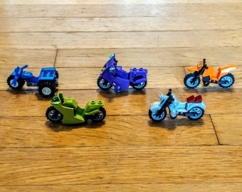 Lot of 5 Different Lego Motorcycles / Dirt Bikes, Like-New