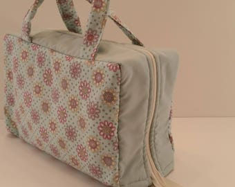 Pastel Daisies on a Sea-foam Green Background Lunch Tote Opening Into a Tray.
