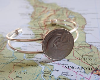 Singapore coin cuff bracelet - made of a original coin from Singapore - swordfish - wanderlust - travelgift