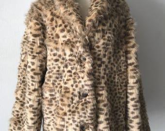 140 Extraordinary Mid Length Vintage Leopard Faux Fur Coat Stylish And Warm Women's Size Medium.
