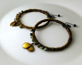 Alice in WastelandS big lightweight hoop earrings in brown wool and grey labradorite nuggets.
