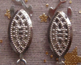 1 DECORATIVE CLASP IS SILVER.  22 X 7MM.