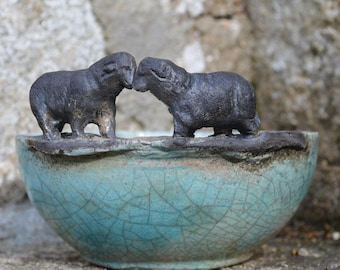 presentation bowl in raku: the sheep in love