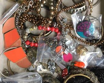 Junk jewellery 2lbs Lot number 017