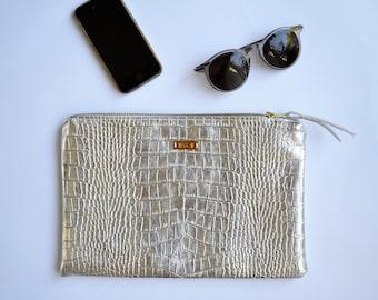Silver clutch, pouch worn aligator, diazon