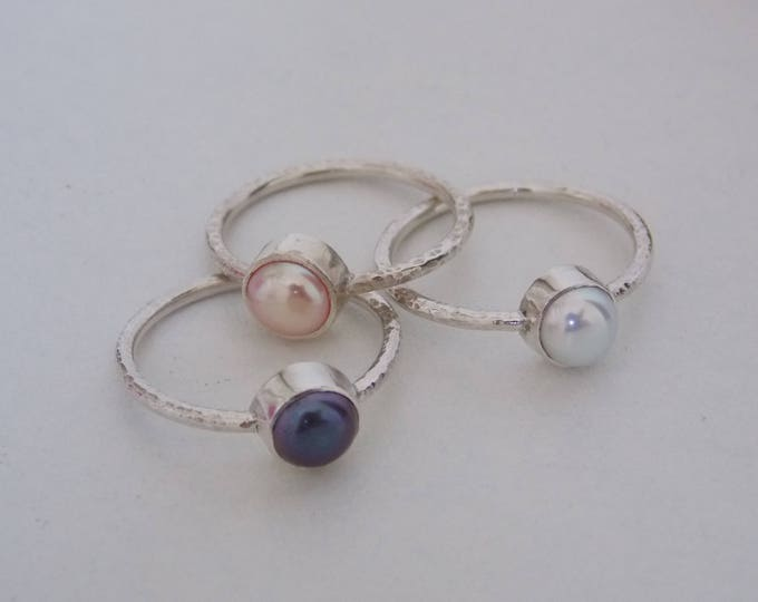 Fine silver and pearl ring.