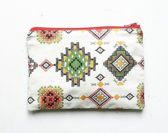 Geometric ethnic fantasy case,/verde/rosso cream