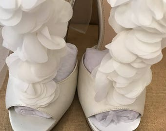 7/ Smooth Ivory Silk Ruffled T strap Bridal Pumps/ Bridal Shoes / Off White / Peep Toe / Pumps / Silk / Wedding / Silk /  7 / Gorgeous /