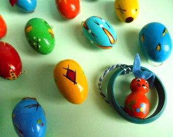 12 Easter eggs and bunnies / ornaments / decoration / German Erzgebirge / hand painted / assorted colors / vintage / 1950s - 1960s