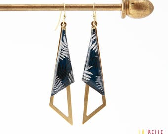 Earrings are made of resinees blue foliage motif