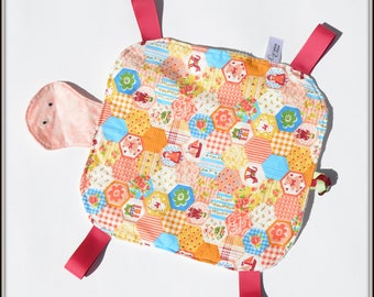Doudou étiquettes tortue, turtle, sensoriel baby taggie blanket, ribbons baby blanket