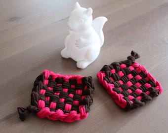 Two Tawashis 束子 (washable sponges) Brown and fuchsia