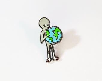 Alien pin (gray)