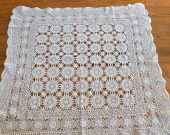 Vintage Square Crochet Tablecloth Daisy Pattern, Vintage Linen, Home Decor,  Housewarming Gift,