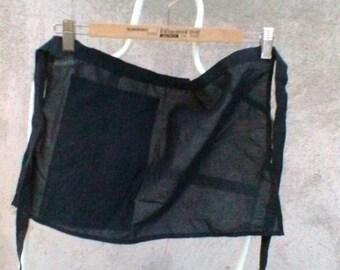 Half apron in black cotton with pocket