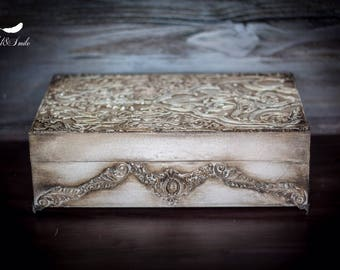Jewelry storage/ Handcrafted jewelry box/ Distressed trinket box/ Antique jewelry box / Wooden box
