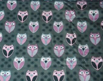 Winking owls on fondGris / Green