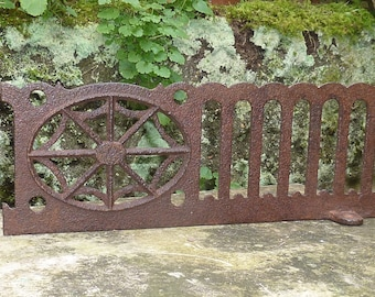 ANTIQUE 1800s VICTORIAN GRILLE..Cast Iron..vintage garden decor..spider web..rusty shabby chic metal..architectural salvage..rustic wall