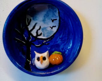 OWL with pumpkin has the full lune.pate polymer.