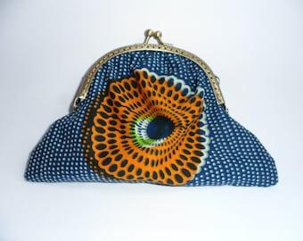 Retro coin purse gathers wax