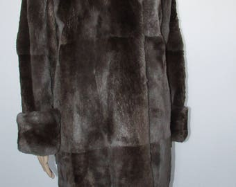 Joli manteau de véritable fourrure de rat musqué rasé brun gris  /Nice sheared  real muskrat brown grey  fur coat   bust 42