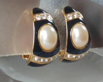 Vintage Joan Rivers Clip On Pearl Earrings