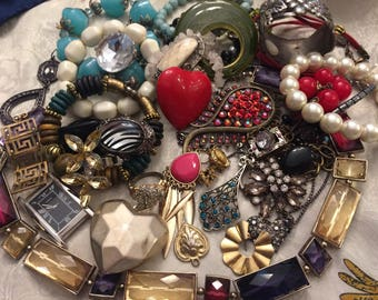 Beautiful lot of Broken Jewelry for Parts, Repair or Craft