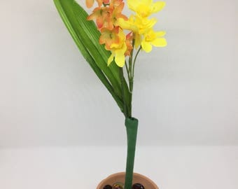 Orange Snapdragon w/ Yellow Daffodil ball point pen, blue or black ink in a mini clay pot. Thank you gift, party favor, teacher appreciation