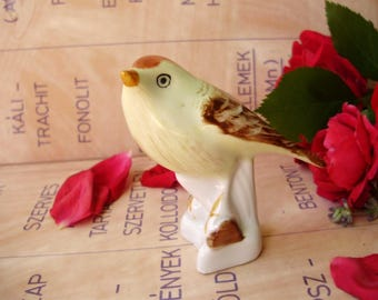 Vintage Hungarian Aquincum porcelain figurine,little bird,finch,stamped,hand painted