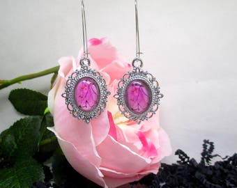 Beautiful romantic earrings.