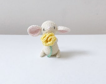 TINY MOUSE crochet amigurumi with flower, crochet mouse, amigurumi mouse, mouse baby gift, mouse gift, mouse keepsake, christmas gift
