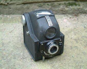 Vintage 1952 Ensign Ful Vue 120 Roll Film Box Camera. Complete in it's original case
