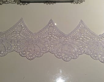 Coupon 10 cm wide white guipure lace