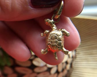 Sea Turtle Charm 18k Reversible