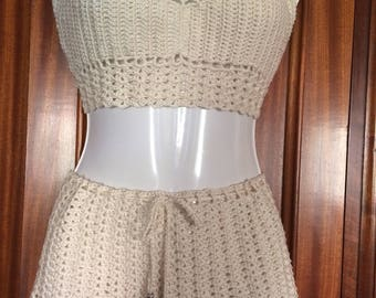 Set done in crochet. Top and shorts