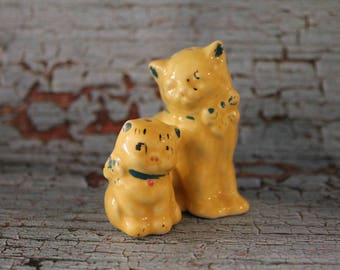 Vintage Mama Cat and Kitten Salt and Pepper Shakers
