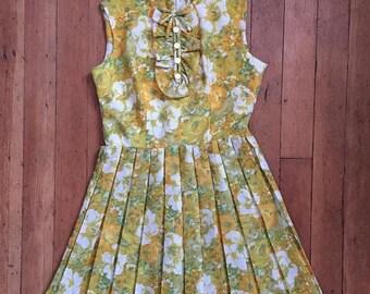 SUMMER SALE vintage 1960s floral dress // 60s floral day dress