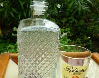 Whiskey decanter square 60' in glass molded diamond patterns