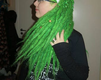 Light weighing dreads, perhaps more 'fluffy', SE dreads in color of Electric Lizard from manic panic