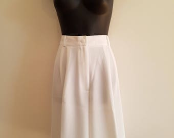 1970s 1980s / White / High Waisted / Wide Leg / Size 10 / Crepe / Tailored Shorts