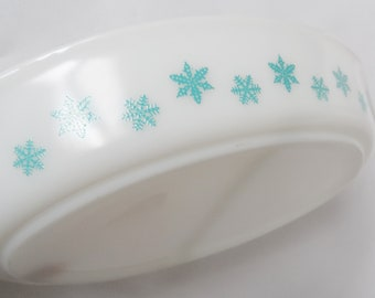 Pyrex Turquoise Snowflake on White TonW Divided dish  kitchen 963 split dish!