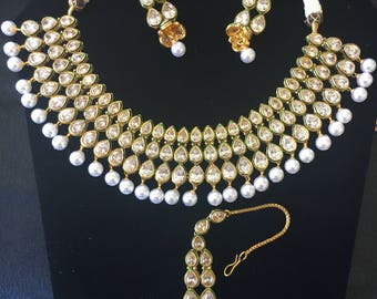 Elegant Kundan with imitation Pearl Necklace set
