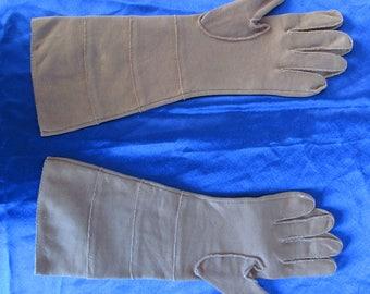 Vintage 1950s Brown leather gauntlet gloves
