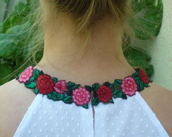 White top with flowers sleeveless neckline