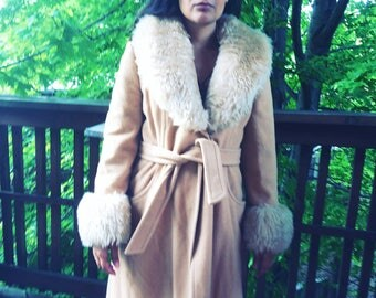 10% SALE & FREE SHIPPING !  Throwback with Style 1970's  Wool Coat with Faux Fur Collar