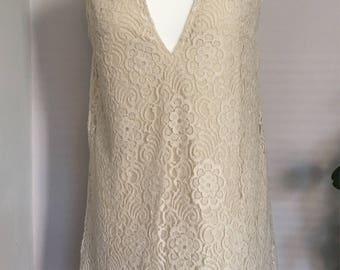 Beige floral patterned lace dress
