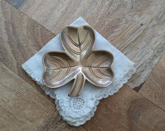Small tray or ashtray in vintage bronze clover. Vintage bronze pear