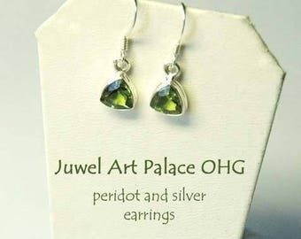 Silver earrings with peridot