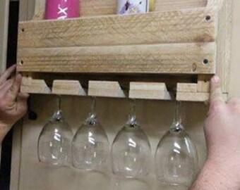 pallet wineglass and bottle holder